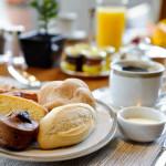 Por um café da manhã à mesa.