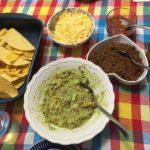 Guacamole e um jantar mexicano