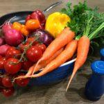 Salmão ao forno e legumes à sauté