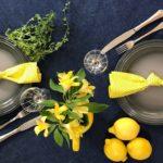 À mesa: simplicidade, cor e camarão