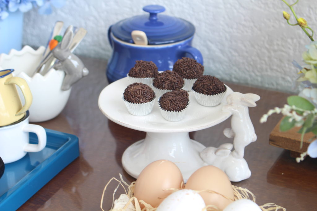 doces e café para a páscoa