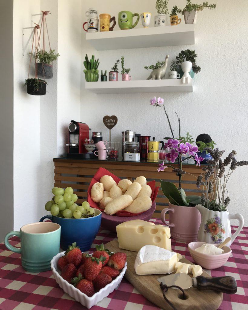 mesa posta com biscoito de polvilho