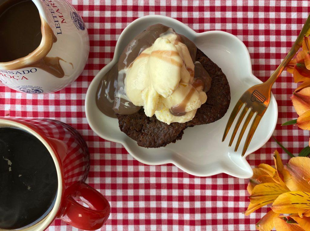 Brownie, brigadeiro e sorvete. Servidos?