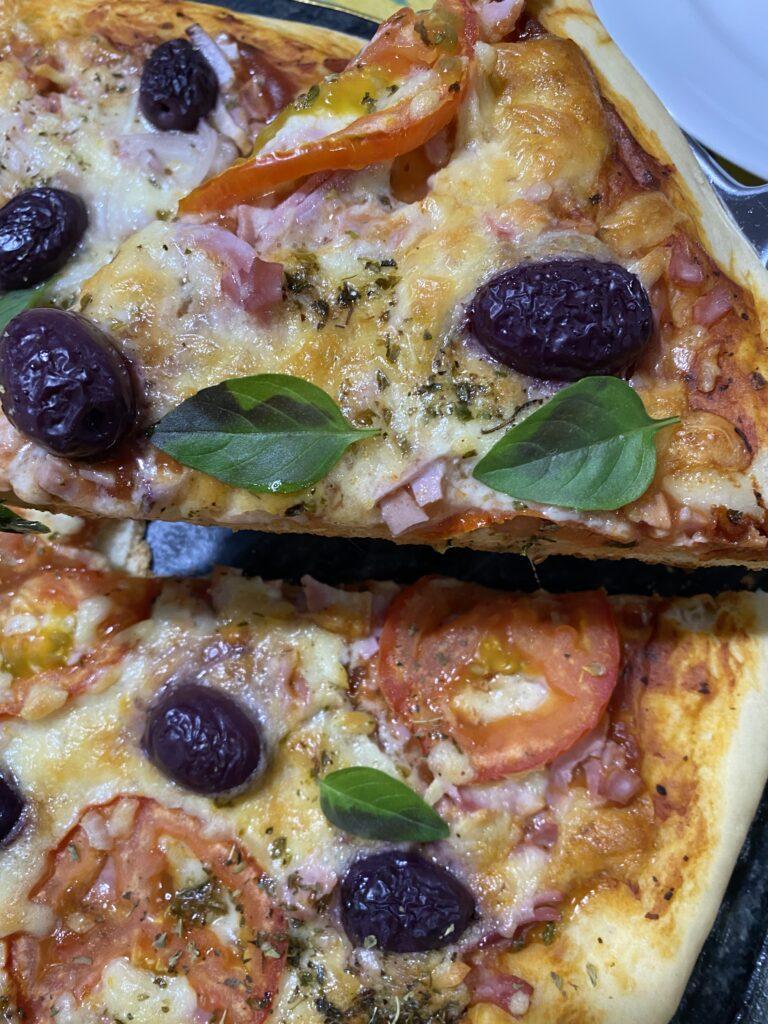 Receita fácil e prática de pizza caseira
